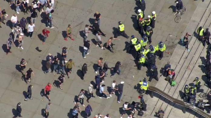 counter protesters attack police