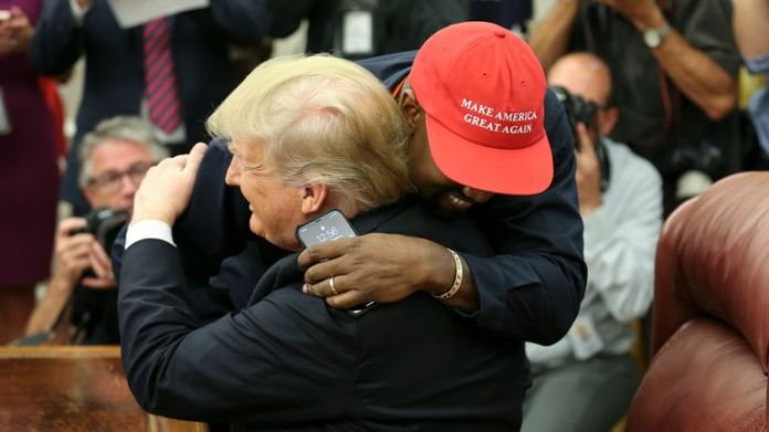 WASHINGTON, DC - OCTOBER 11: (AFP OUT) US President Donald Trump kisses rapper Kanye West during a meeting in the Oval Office of the White House October 11, 2018 in Washington, DC. (Photo by Oliver Contreras - Pool / Getty Images)