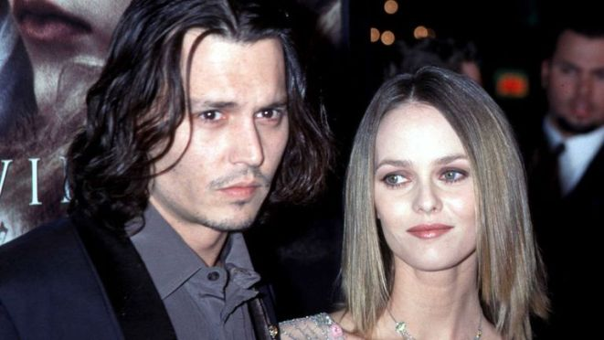 """Johnny Depp with his then girlfriend Vanessa Paradis at the Los Angeles premiere of his movie """"Sleepy Hollow"""" in 1999"""