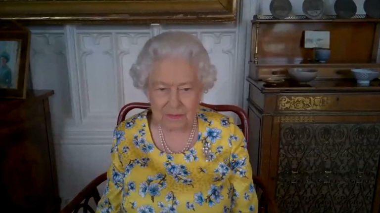 Королева присоединилась к виртуальному звонку с Министерством иностранных дел и по делам Содружества.