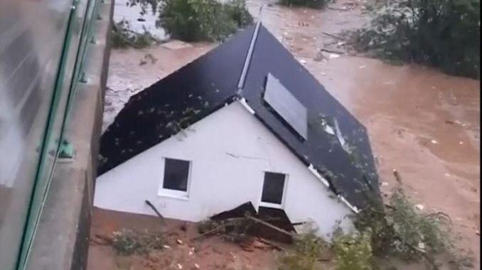 House floats down river in Kreuzberg