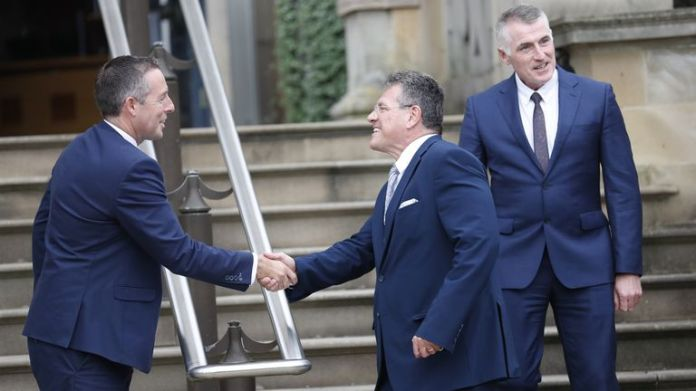 Mr Sefcovic was greeted warmly by First Minister Paul Givan (L) despite his party not agreeing with him