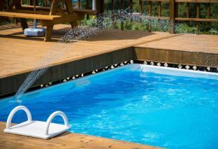Krycí plachty na bazén jako dokonalá ochrana proti popadanému listí