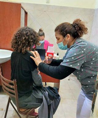 ESTUDIANTES DE LA ESCUELA RECIBIERON LA VACUNA CONTRA LA FIEBRE HEMORRÁGICA ARGENTINA