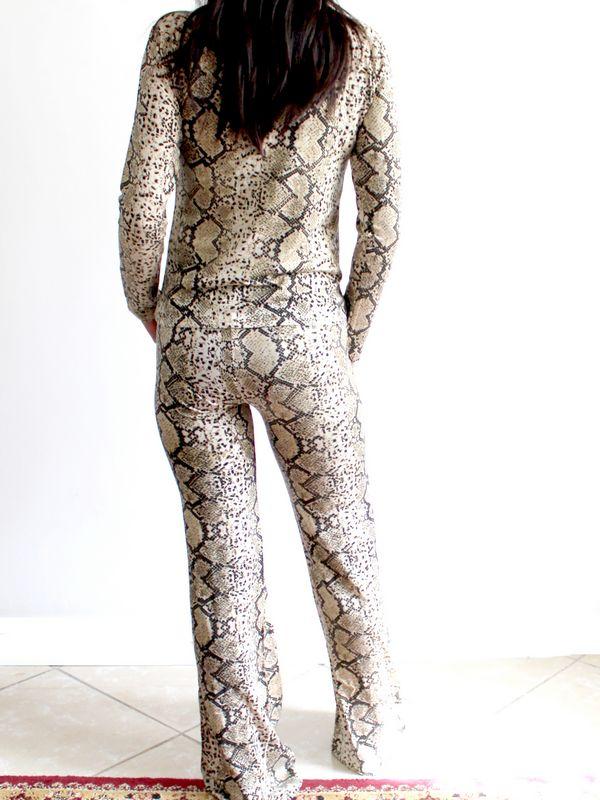 ensemble imprimé peau de serpent gris maroc 1 - Ensemble Pantalon Évasé et Top Manche Longue Imprimé Serpent Gris