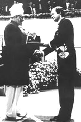 Dr. Abdus Salam recieves the Nobel Prize for Physics from King Carl XVI Gustav of Sweden on December 10, 1979.