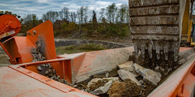 Maintaining the Hopper Feeder and Grizzly Deck of a Portable Crushing Plant