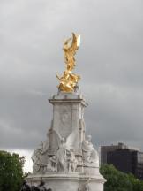 A fountain by Buckingham Palace