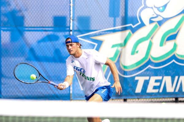 Men's Tennis Soars Over Lipscomb, Wins 5-2