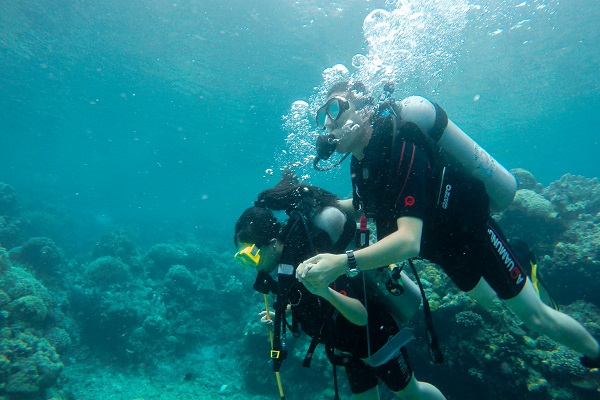 eagle_point_anilao_beach_resort_scuba_diving_05