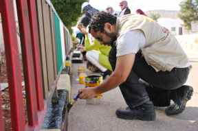 EA joins volunteers in painting the village of al Aqaba, Photo EAPPI/I. Tanner, 11/11/14.