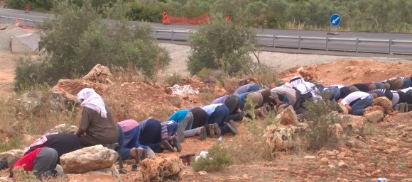 13.5.16. Prayers beside road 55. EAPPI/J. Partanen