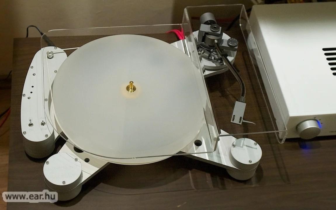 A doboz felnyitása után tíz perccel már zenélt a Kubrick