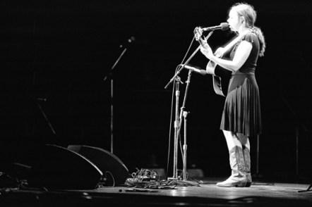 Sarah Jarozs live at New Port Folk Festival 2010