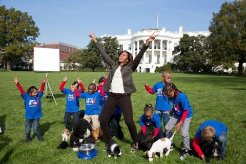 Michelle-Obama-filming-Puppy-Bowl-Commercial