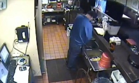 pizza hut manager pee in sink
