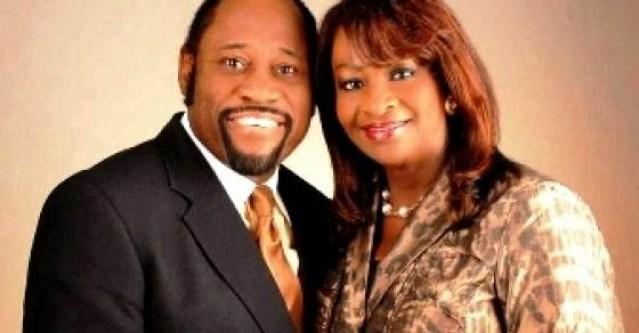 Prominent Preacher Myles Munroe  & Wife Killed in Small Plane Crash in Bahamas