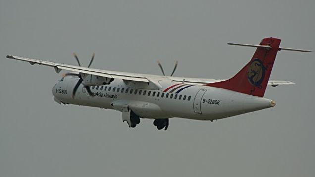 Horrifying Dashcam Footage of A TransAsia Airways Flight Crashing In Taiwan