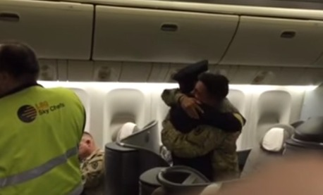 Soldier Returning From Deployment Was Ecstatic When The United Pilot Taking Him Home Turned Out To Be His Father
