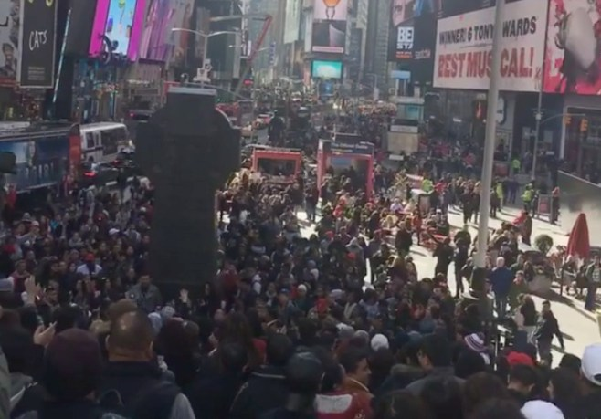 Thousands Gather In New York's Time Square to Worship God & The Media Is Silent