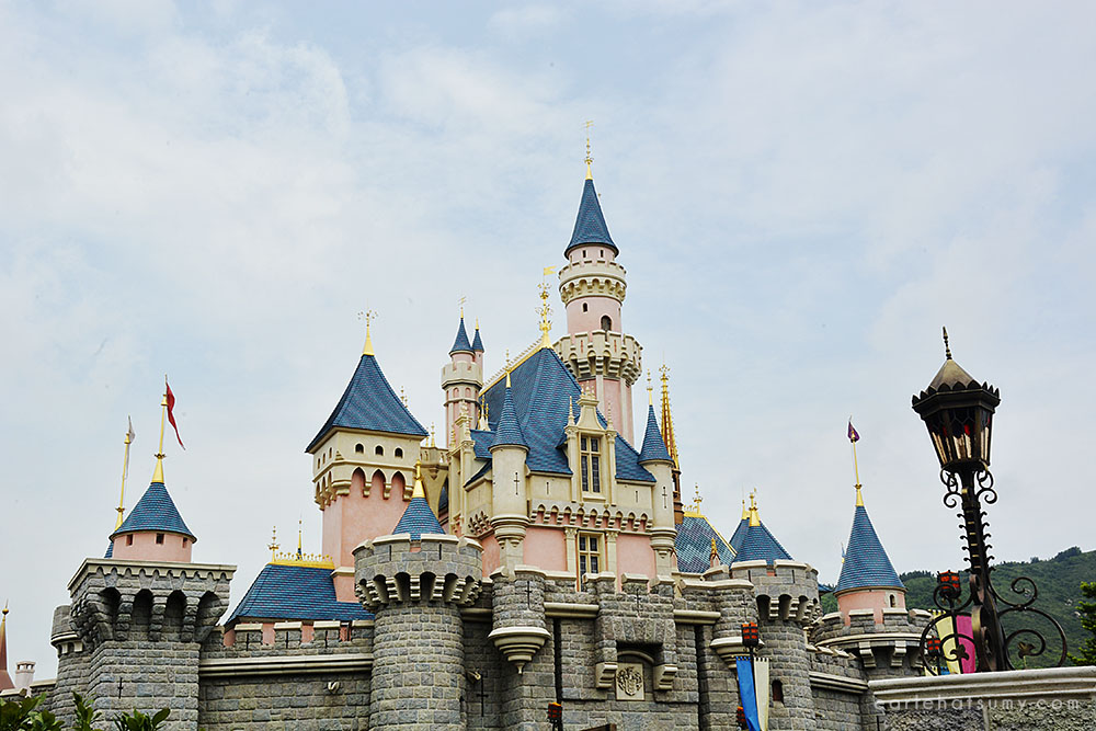 things to do in hong kong disneyland