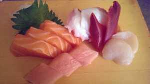 Assorted sashimi (!4 pcs)