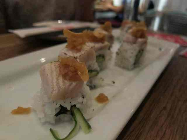 seared salmon roll