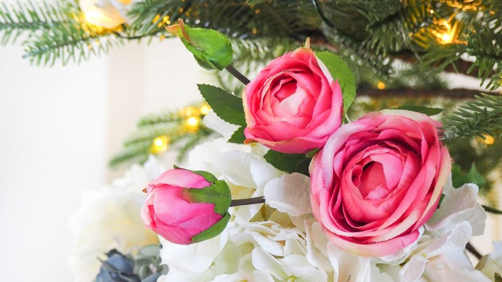 trim your tree with faux flowers