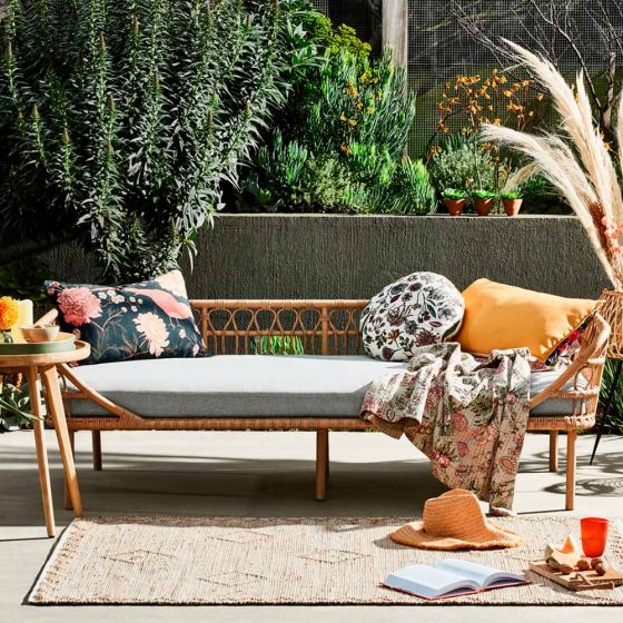 Blissful Balcony Decorating Ideas with the Byron Day Bed