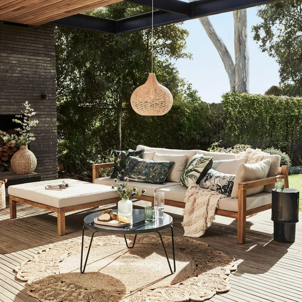 An Outdoor Zone for Every Occasion - living zone