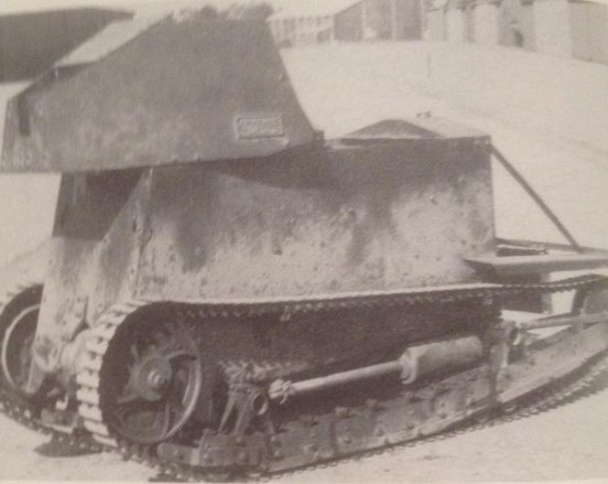 Carden-Loyd one man tank mark1 with two part crew figure.