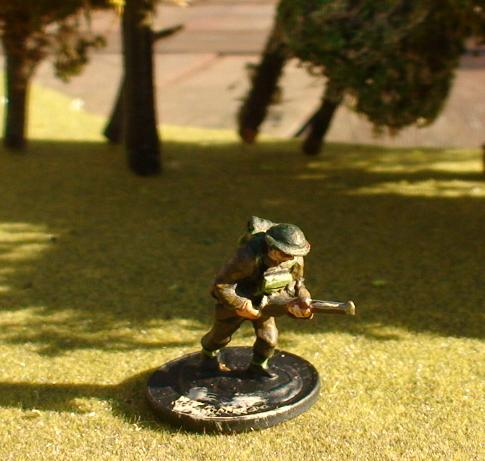 1 x Infantryman advancing/attacking pose with rifle