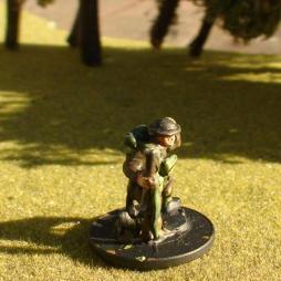1 x Infantryman attacking, kneeling with rifle,