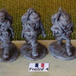 3 x Infantryman - Advancing with rifles slung