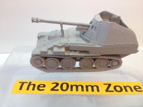 Panzerjager 38(t) M with 2 crew, ammunition accessories