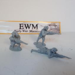 3 x Italian Infantry firing rifles in standing, Kneeling & prone