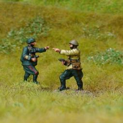 1 x Infantry officer advancing with Pistol in hand