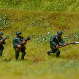 3  x Infantryman attacking with bayonets