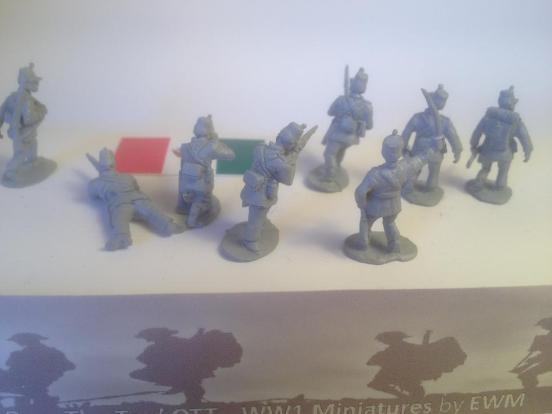 10 Federal Mexican troops in a mix of firing and attacking poses