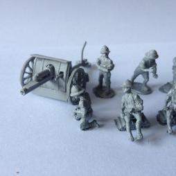 18 pounder field gun with 6 man gun crew in Topee's