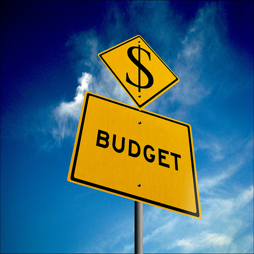 yellow sign with the word Budget and a dollar sign