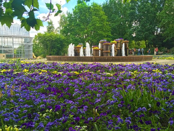 mazda-iga-cross gärten der Welt Brunnen
