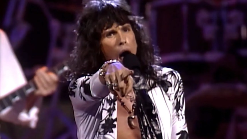 Steven Tyler screeches like a budgie from hell as Aerosmith rocks Vancouver on the Pump tour