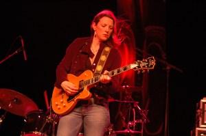 Susan_Tedeschi_and_guitar