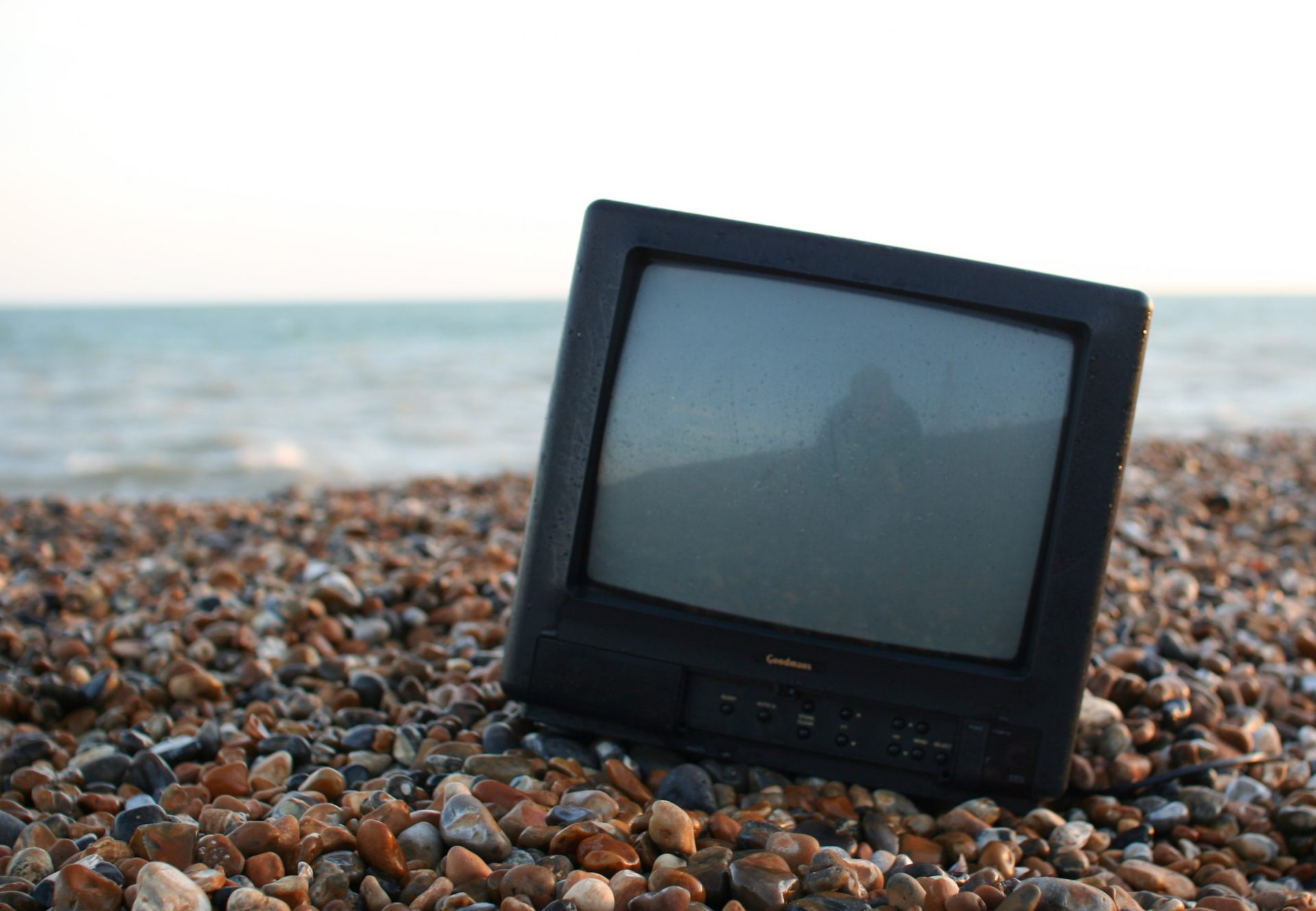 Beach telly by Jonas Bengtsson on Flickr. Used under Creative Commons licence.