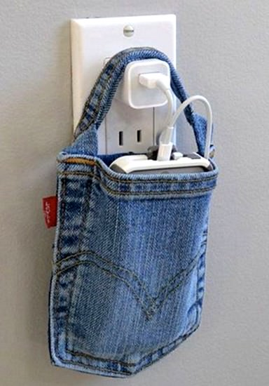Recycle your jeans into this creative phone-charging bag