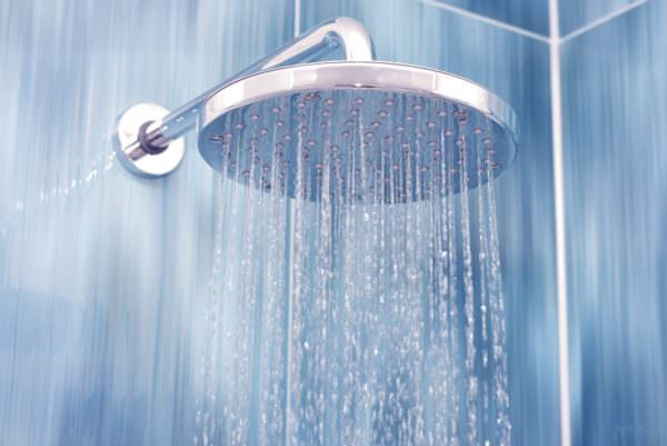 water falling from shower head, Photo: Adobe Stock