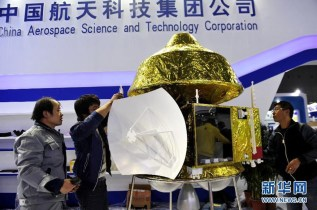 A 1:3 scale model of China's Martian probe (left) and a 1:1 scale model of China's planned Mars rover (right) [Both images from http://www.xinhuanet.com]