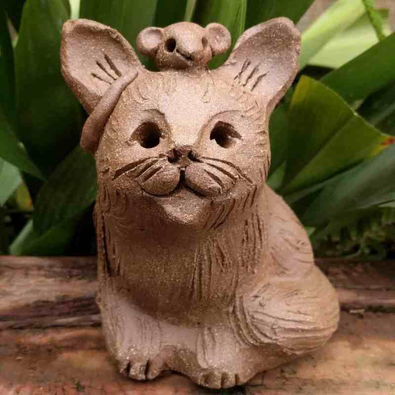 large_sitting_cat_mouse_head_outside_5