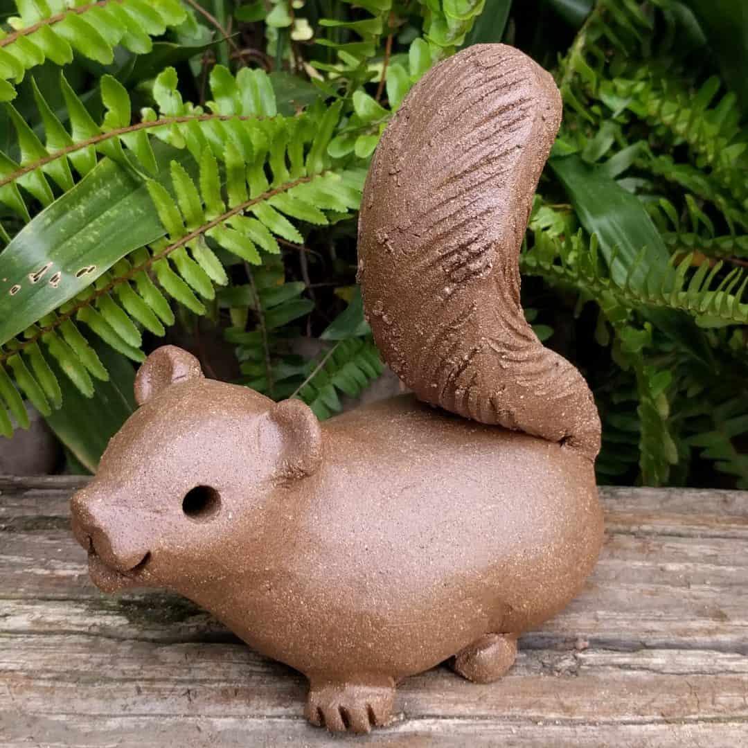 squirrel_scampering_large_greenspace_3